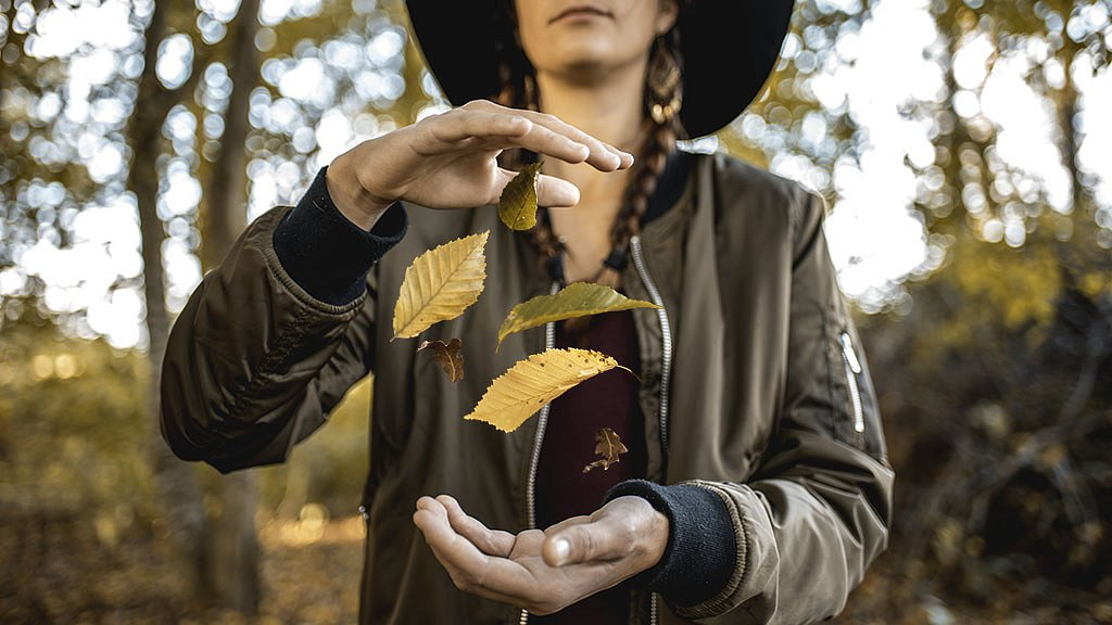 L'automne entre ses  mains