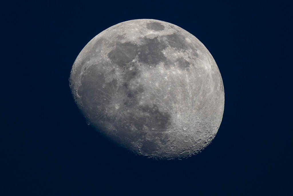 Lune à l'heure bleue